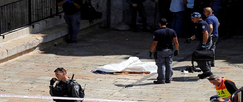 ATTENTION EDITORS - VISUAL COVERAGE OF SCENES OF DEATH The body of a suspected assailant lies on the ground after he was shot dead by Israeli police at the Damascus gate in Jerusalem's old city September 16, 2016. REUTERS/Ammar Awad